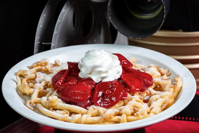 Mini-Funnel Cake (available with Strawberry or Peanut Butter & Chocolate), offered at Hollywood & Dine in the Upper Lot.