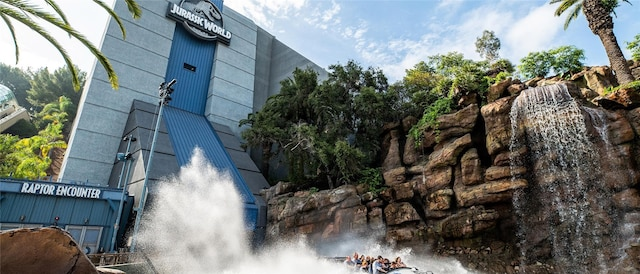 Universal Studio in Hollywood Jurassic World ride